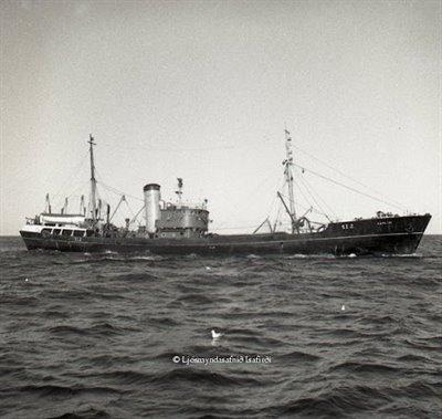 De gamle trålerne som tok inn trålen på siden - sidetråler - som kom til Island rundt 1950
